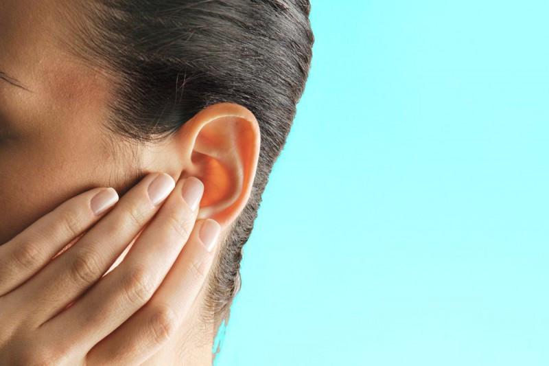 Especialista dá dicas para prevenir a surdez precoce.